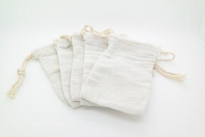 Setje van 5 katoenen waszakjes voor wassen met wasnoten