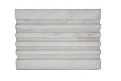 Marmeren zeepbakje - wit en rechthoekig met groeven